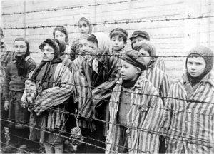 Jonge overlevenden Auschwitz, januari 1945 - bron: historiek.net