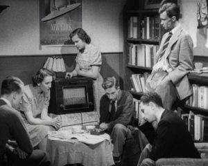 Luisteren naar Radio Oranje - bron: npogeschiedenis.nl